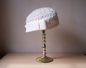 1960s White Ivory Cream Pillbox Hat with Bow and Pearl Stick Pin in Original Box