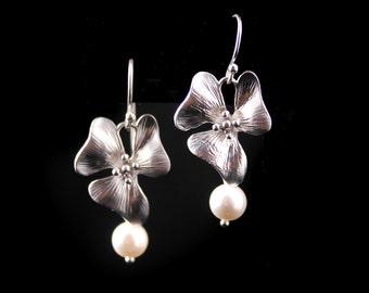 Bridesmaid Earrings Flower Earrings, Silver Flower and Pearl Earrings Laurel