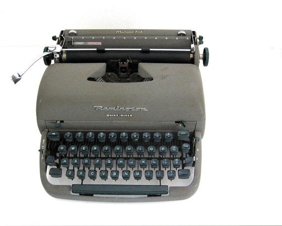 Vintage Typewriter Remington Rand Quiet-Riter 1950s Mid Century