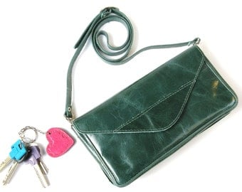 NO STARP AVAILABLE - Chic Night Out  - Women's Leather Clutch - Leather Bag - Leather Envelope - in Emerald Green