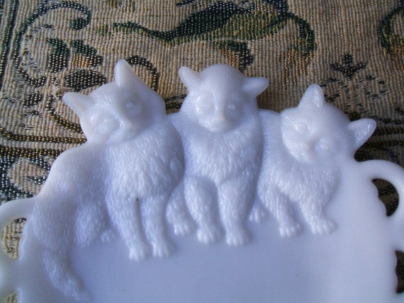 Antique 1930's Westmoreland Milk Glass 3 Kitten Cat Decorative Collectible Art Plate With Lacy Edge, Vintage
