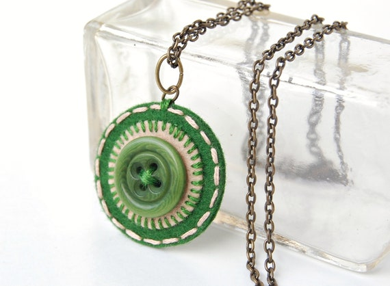 Penny Rug Button Necklace in Pine Green