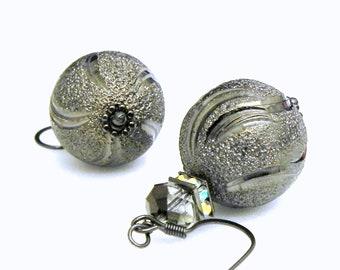 Dangle Elegant earrings - Smokey Grey Etched metal beads - Swarovski squaredelles
