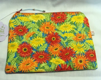 Daisy  padded cosmetic bag  Bright and cheerful Floral