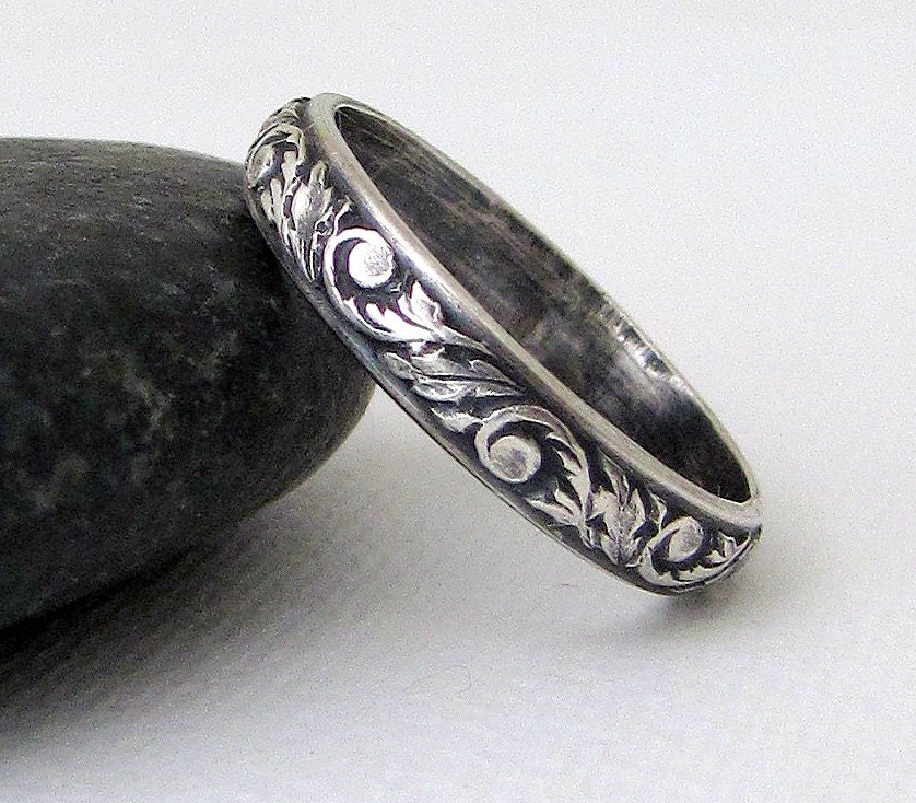 Antique Scroll Bands: Wedding Ring Vintage Antique Look Floral Scroll Leaf Design