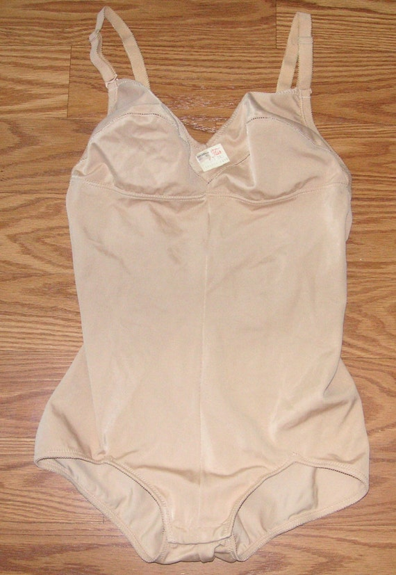 I Magnin  Vanity fair one piece ladies girdle bra combo size 34B with original tag