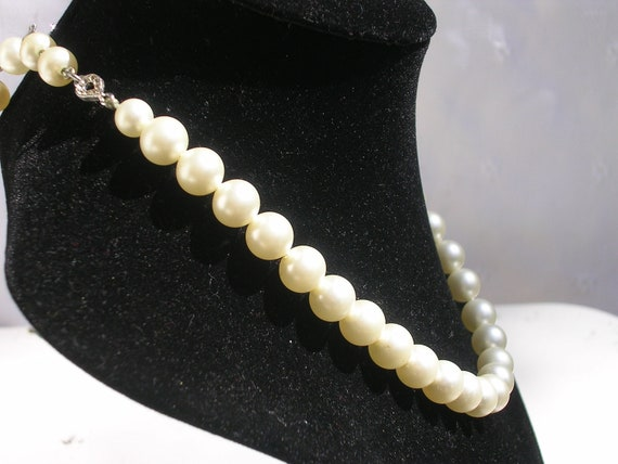 Vintage Pearl Choker Necklace with Rhinestones