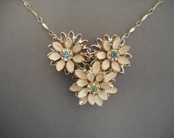 White flower with blue stone center necklace-15 inc.