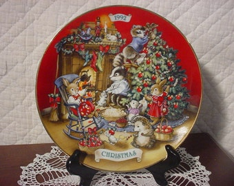 "Porcelain ""Sharing Christmas with Friends"" AVON Christmas Collector Plate-1992"