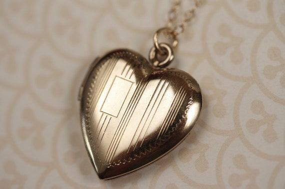 Small Heart Locket Necklace with Stripes and Monogram,14kt Gold Filled Chain, Tiny Pendant, Engravable, Vintage Jewelry, Antique Jewellery