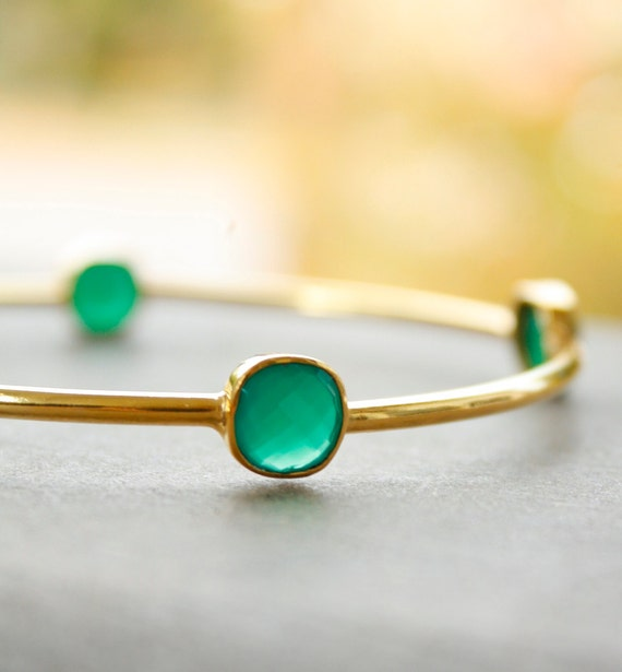 Gold Emerald Green Onyx Bangle - Cushion Cut Stones - Stacking Bangle, Thin Bangle