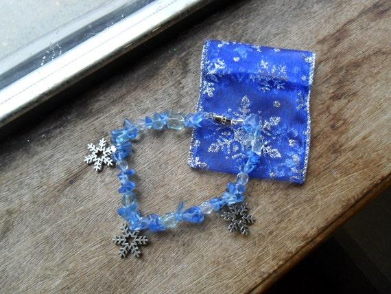 Snowflake bracelet, holdiay bracelet, blue bracelet, winter charm bracelet (1)