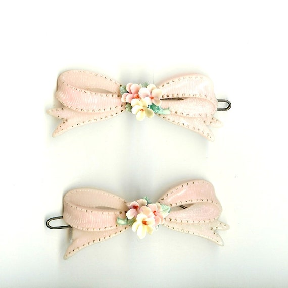 Two vintage 1950s romantic bow pink plastic hair clips barrettes accessories with flowers - for girls