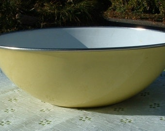 1960's Vintage Pale Yellow Porcelain Enamel Mixing Bowl YUGOSLAVIA Kitchenware 8 inch Bowl