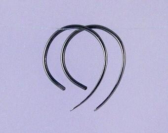 Small Apostrophe: Open hoop black niobium earrings