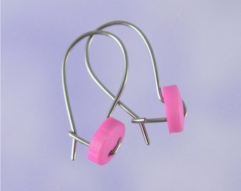 Niobium earrings for girls: Cute as a button in pink