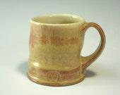 Red gold and custard mug (IV10)