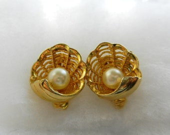 Beautiful Wedding 1960s  vintage gold shell with pearl earrings  - great charm and original design - signed-Art.320/2 -