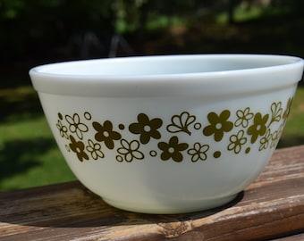 Pyrex Avocoda Green Crazy Daisy Mixing Bowl