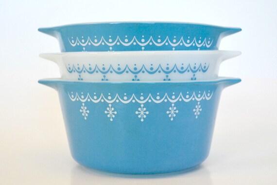 Vintage Pyrex - Set of Three Snowflake Blue Round Nesting Bowl Reserved for tuktarbarbie