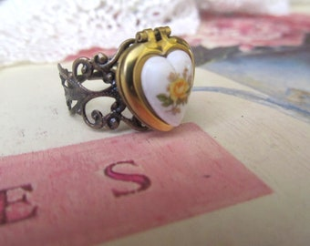 Locket Ring,Filigree Ring,Vintage Ring,Yellow Rose,Bridesmaids Gifts,Gift for Her,Ring,Jewellery,Birthday Gift,Vintage Locket,Heart Ring