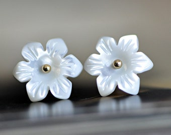 White Mother of Pearl Flowers 12mm,  Carved MOP Shell Beads  -V1034 /10Pcs