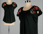 Vintage 1920s Peasant Top . Black . Embroidery . Shirt . Blouse . S/M . 2306