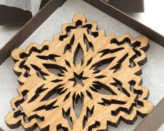 Red Oak Rustic Wood Snowflake Ornament - Holiday Decor 2012 . Timber Green Woods
