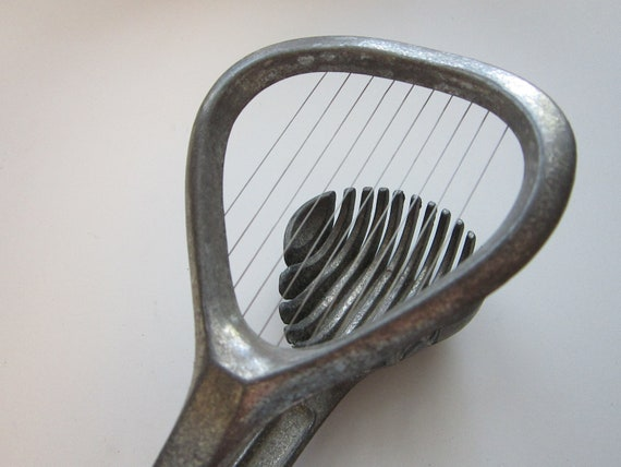 vintage EGG slicer - Westmark, Germany - locking handle