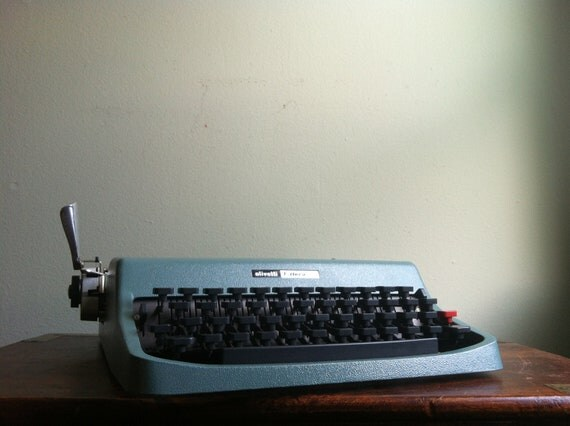 Vintage Olivetti Lettera 32 Portable Typewriter in Blue - 1960s - With case