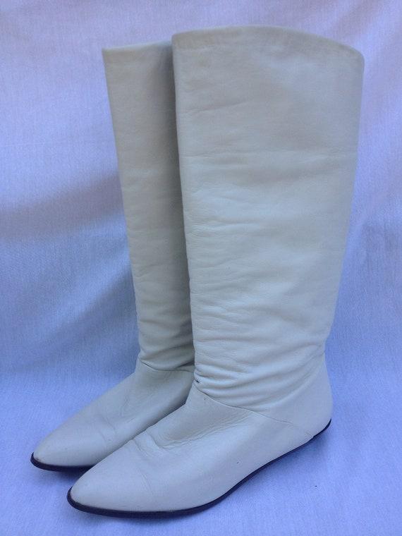 RETRO/ White Leather Flat Go-Go Girl Boots Size 7