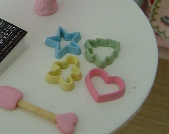 4 Pastel Colored COOKIE CUTTERS - Dollhouse Miniature 1:12 Scale