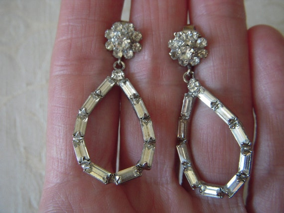 Beautiful Vintage Clear RHINESTONE Earrings with Baguettes