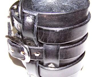 Item 111912 Swearingen Leather Gauntlet