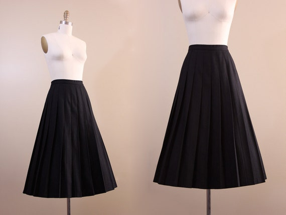pendleton skirt // L //1970s vintage black wool skirt // pleated skirt // size large