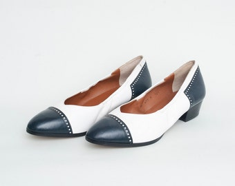 Size 8.5 White and navy pumps Shoes NOS Vintage