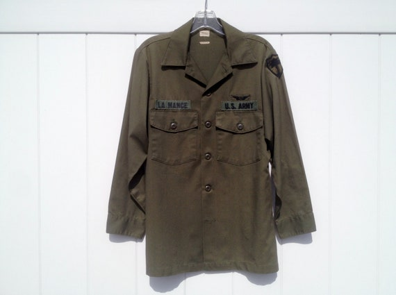 Vintage Army Green Military Infantry Button-Down Shirt with Shoulder Patch and ID on Chest Men's Small 15 1/2 x 31