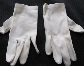Vintage Ivory Nylon Ladies Stretch Wrist Gloves (F02)