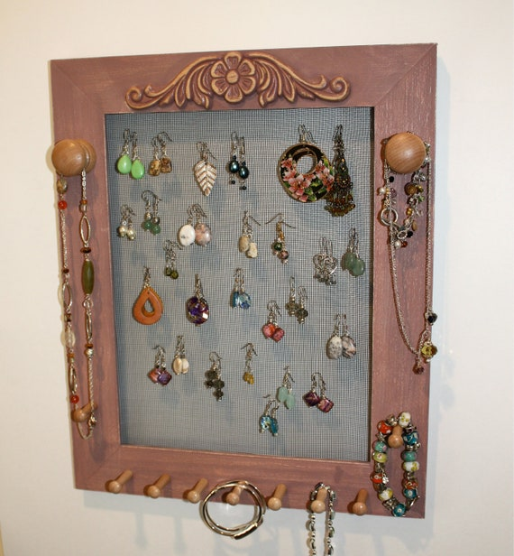 Rustic Wire Earring Holder in Distressed Style.