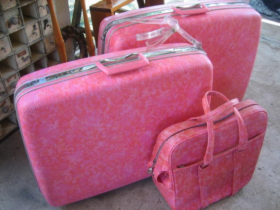 HOLD4CYNTHIA of Mod Hot Pink Vintage Samsonite Silhouette Luggage: Set of Two Large Hardside Suitcases & Shoulder Tote Bag,