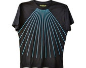 Men's black T-shirt with blue rays.