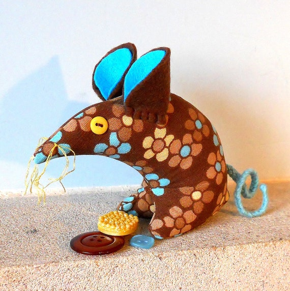 Retro ReBorn Mouse 70s Daisy in Blue, Brown and Yellow Vintage Fabric