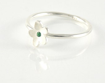 Emerald Stacking Ring, Emerald Jewelry, Sterling Silver Tiny Flower Ring, Green Dainty Ring, Silver Stackable Ring, Stacked Ring
