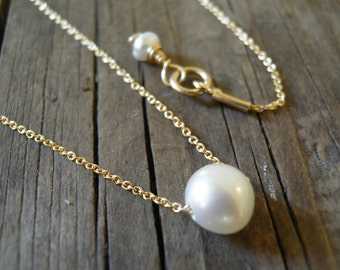Valentines gift Bridal Gifts Easter Spring Sale Tiny White Ivory Fresh Water Pearl Necklace Gold Necklace Minimalist Pendant Delicate Gift