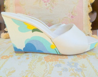 Psychedelic op art canvas and leather open toe platform mules