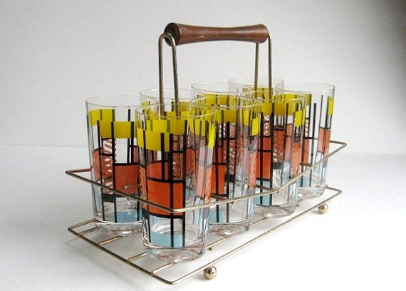set of 8, 1960s VINTAGE glasses  in fantastic condition in wire basket