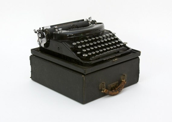 Portable Typewriter - Remington, Noiseless, Art Deco