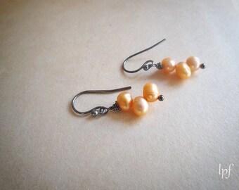 Peach Pearls Earrings, vintage freshwater pearls on oxidized sterling silver, delicate romantic bridal wedding earrings, gift under 15