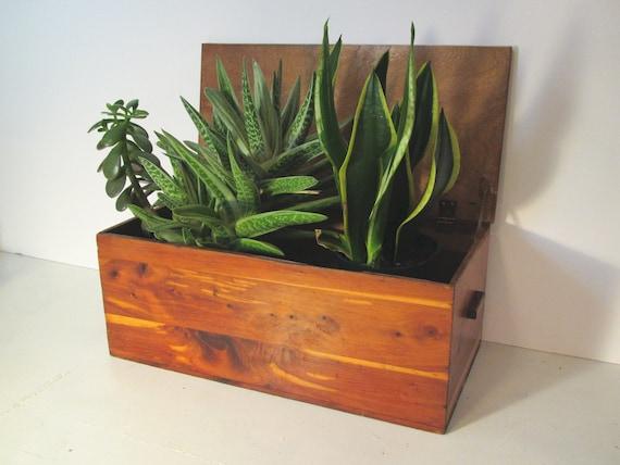 Vintage wood box.......lidded............pine.......display.....planter....storage