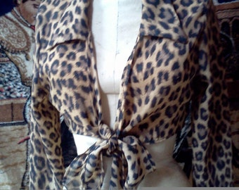 Cropped leopard blouse .